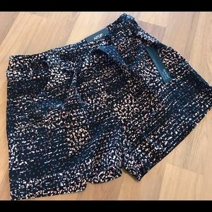 NWT Abstract print belted shorts